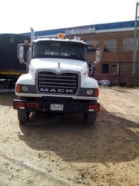 Mack Granite 2004