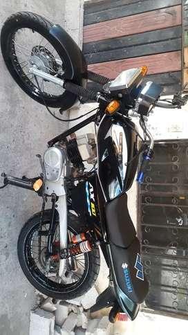 En venta linda moto Suzuki