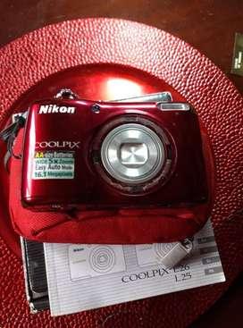 Cámara Nikon Coolpix en excelente estado.