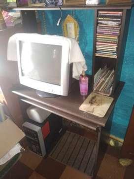 Mesa de cómputo + monitor y cpu +teclado+ impresora