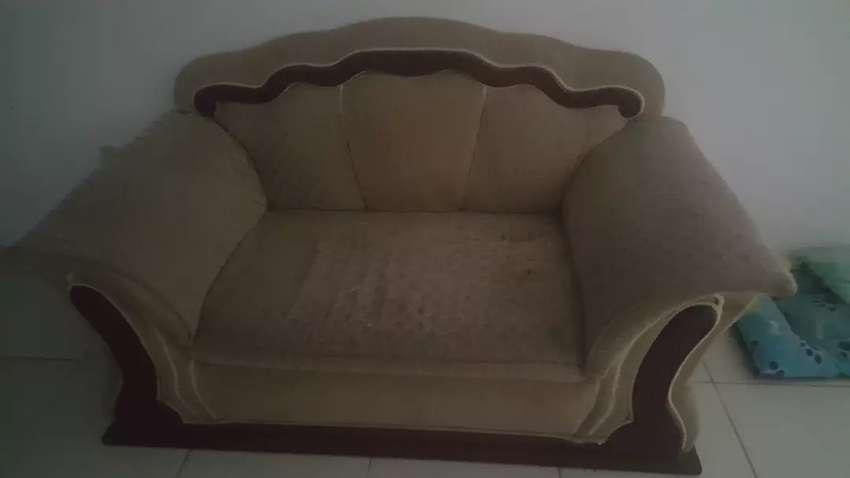 Se vende sofa 0