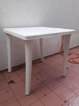 Mesa desarmable de plástico reforzada