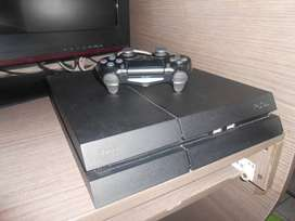 2 Play Station 4 (1 Blanco y 1 Negro)