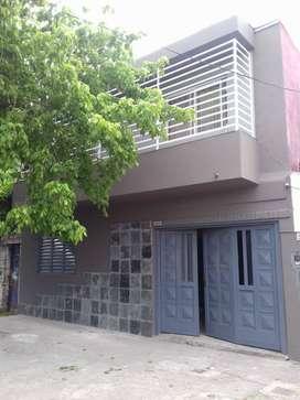 vendo casa en calle Gaboto al 3200 c/ cochera tres autos