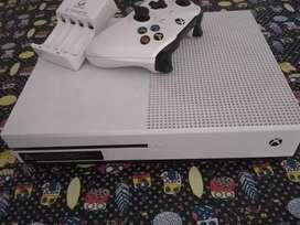 Xbox one S 500 gb + 2 juegos + cargador 4 pilas recargables
