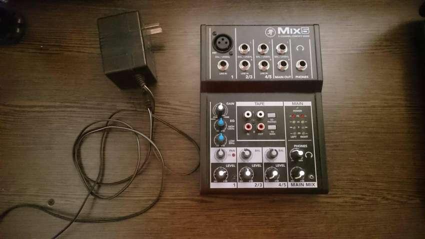 MACKIE MIX 5  Consola de mezclas Compacta  Excelente estado 0