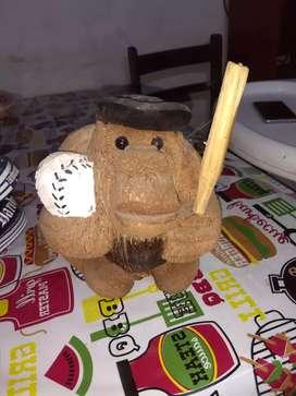 mono hecho de un coco