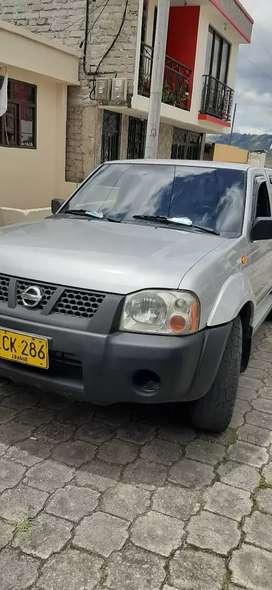 Nissan 4/4 doble cabina 33000000