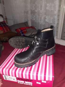 Zapatos de mujer usados y nuevos