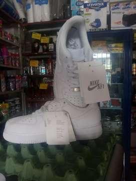 Nike Air For One Blancas