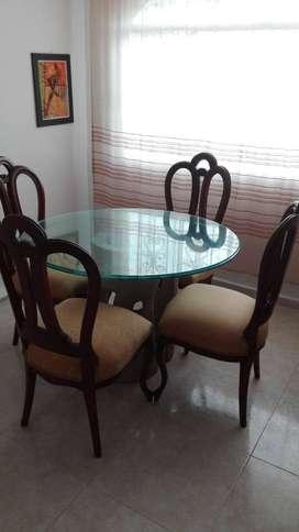 Comedor con sillas