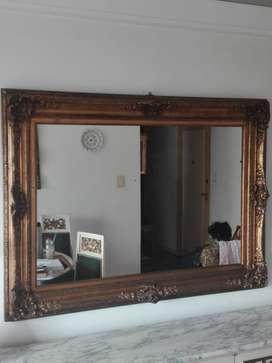 Imponente Espejo Antiguo con marco dorado