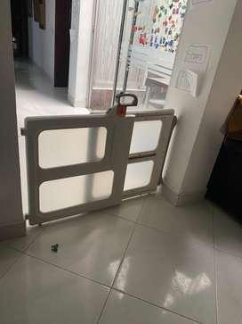 Puerta seguridad marca safety.  Escelente estado