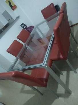 Vendo mesa metal y vidrio más 6 sillas
