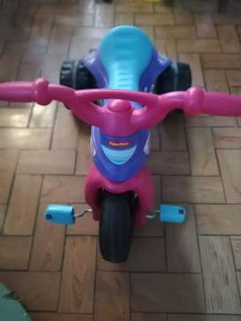 Triciclo FISHER PRICE para niña
