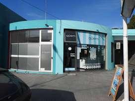 Jasale vende 2 locales céntricos con losa