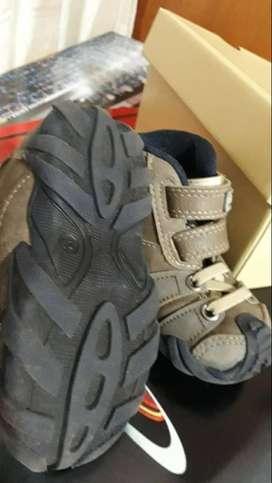 Vendo x lote completo o x separado calzados de niño varias marcas