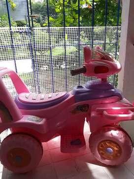 Vendo carrito de niña usado informes WHATSAPP