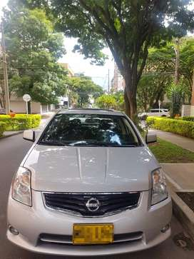 Nissan Sentra SL 2.0 - Automatico (version Full - Sunroof)