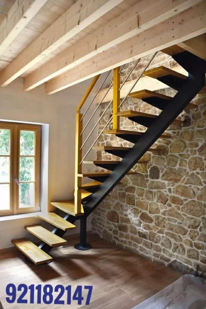 Escaleras metálicas con pasos de madera 0