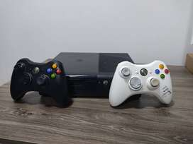 Xbox 360 con 2 controles