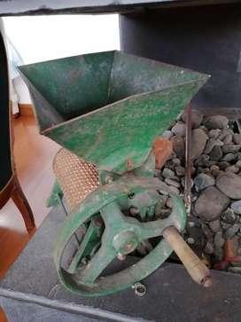 Máquina para moler café antigua