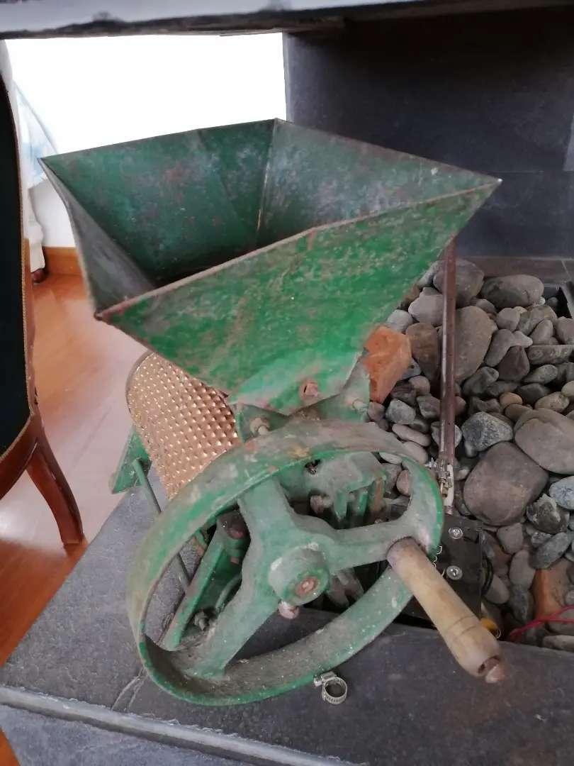 Máquina para moler café antigua 0