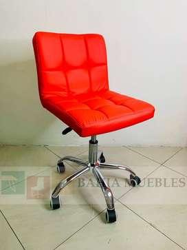 Silla operativa giratoria de escritorio ideal en hogar o peluqueria