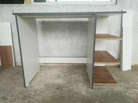 Se vende escritorio elegante y económico