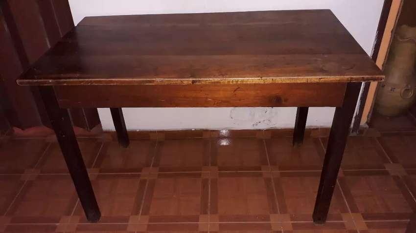 Mesa de madera muy buen estado 0