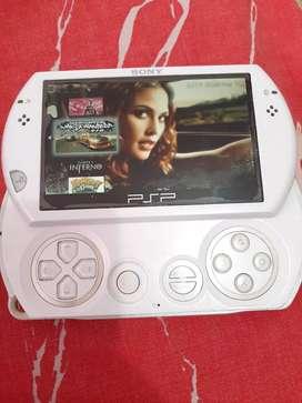 PSP go de 16gb,cargador y estuche,con emulador.