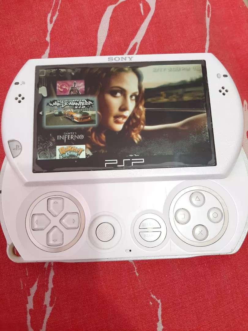 PSP go de 16gb,cargador y estuche,con emulador. 0