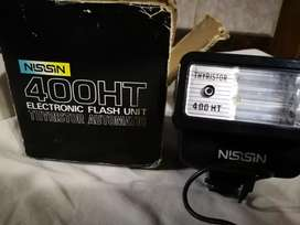 Vendo camara Pentarex k-1000. Incluye flash Nissin 400 HT thiyristor