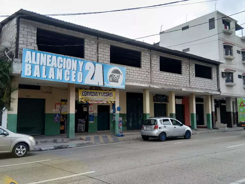 Edificación con Locales  y Galpón en Guayaquil 0