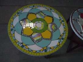Mesas redondas exterior e interior  mosaiquismo