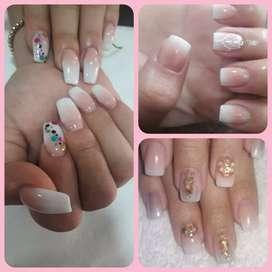 DOMICILIOS, sistema de uñas acrílicas, esmaltado semipermanente, manicura y pedicura. También Botox, cepillado y plancha