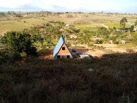 Chalet y Parcela Mesa de los santos, 2500 m2 . Ubicado a 2 km. Mercado campesino vía los Santos, y a 400 de la vía ppal.