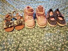 Lote de zapatos de nena