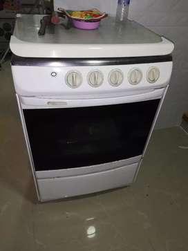 Estufa con horno marca whirlpool