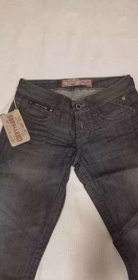 Pantalones marca chevignon y gef