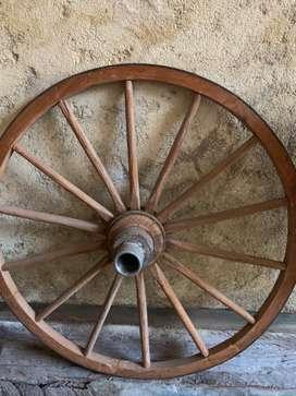 Rueda de carro antigua