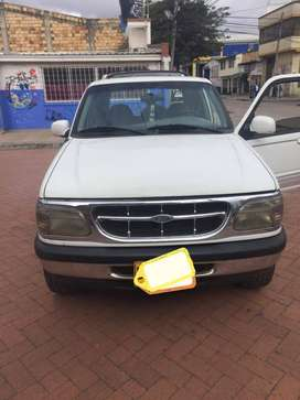 Se vende Camioneta Ford Explorer XLT 1998