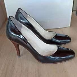 Zapatos stilettos de Charol marca Paruolo Nro. 36