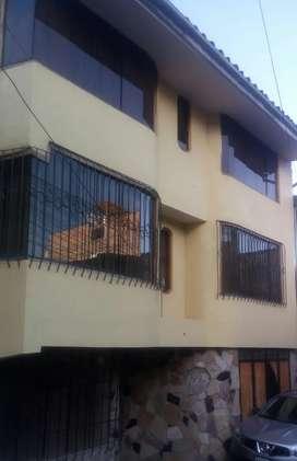Vendo casa de 3 pisos en Ramiro Priale - 1ra etapa