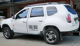 Camioneta Renault Duster servicio público, buen excelente estado,