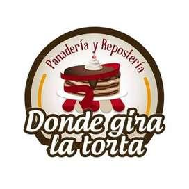 Se vende panadería y repostería donde gira la torta