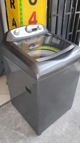 Lavadora digital Haceb 29 libras usada como nueva
