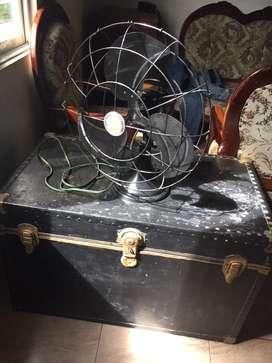 Baul y ventilador antiguo
