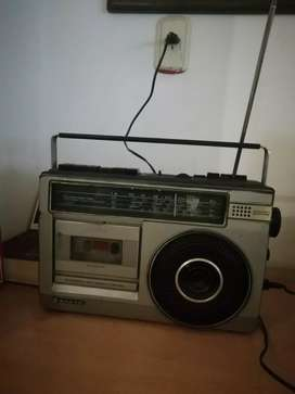 Radio casetera, SANYO.