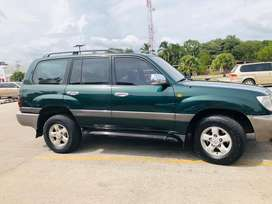 Vendo LAND CRUISER ULTIMO precio. Se acepta cambio SEDAN.